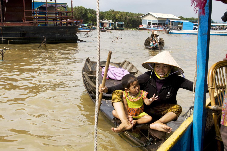 Bootsfrau mit Kind © Regina Fischer-Cohen