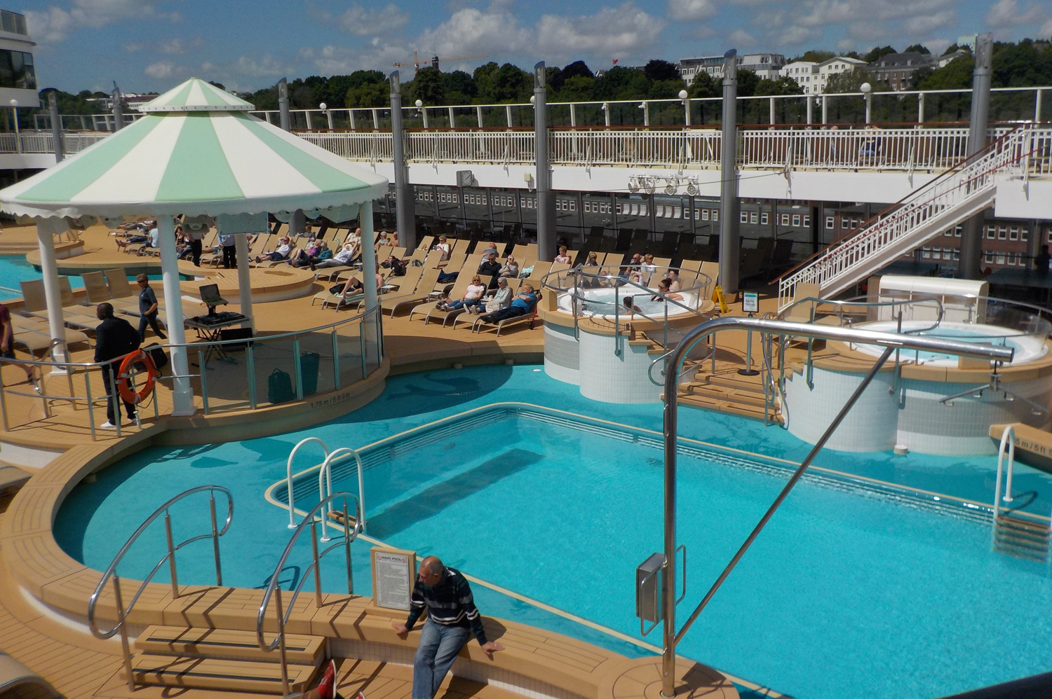 Norwegian Jade - pool area