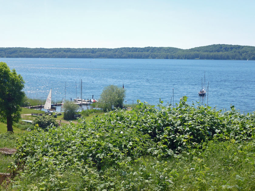 Blick vom Wanderweg auf den Ratzeburger See