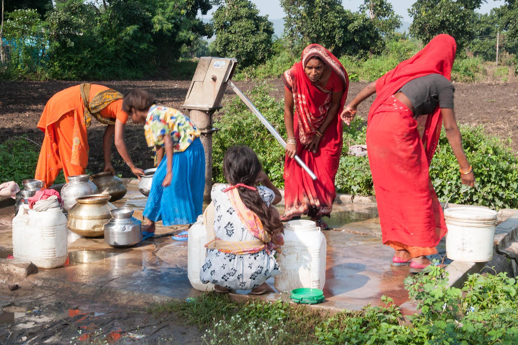 Wasserversorgung ist bei Indiens Landbevölkerung Frauensache